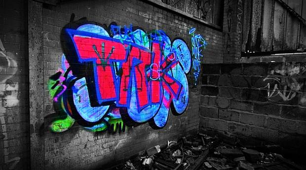 Svartvit bild färgad grafitti